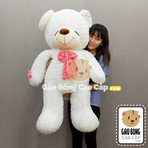 Gấu bông trắng mắt nhắm nơ hoa