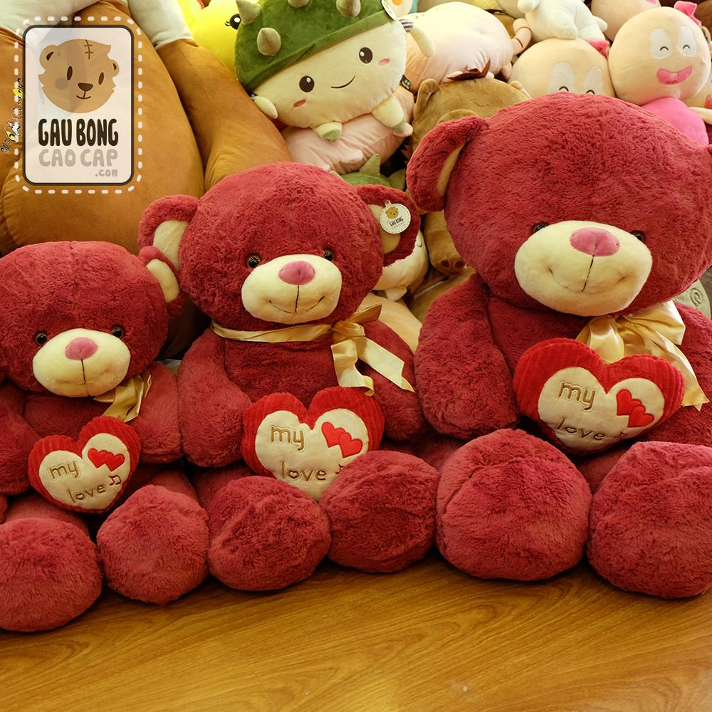 Gấu đỏ ôm tim