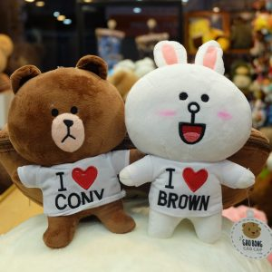 Cony & Brown mặc áo