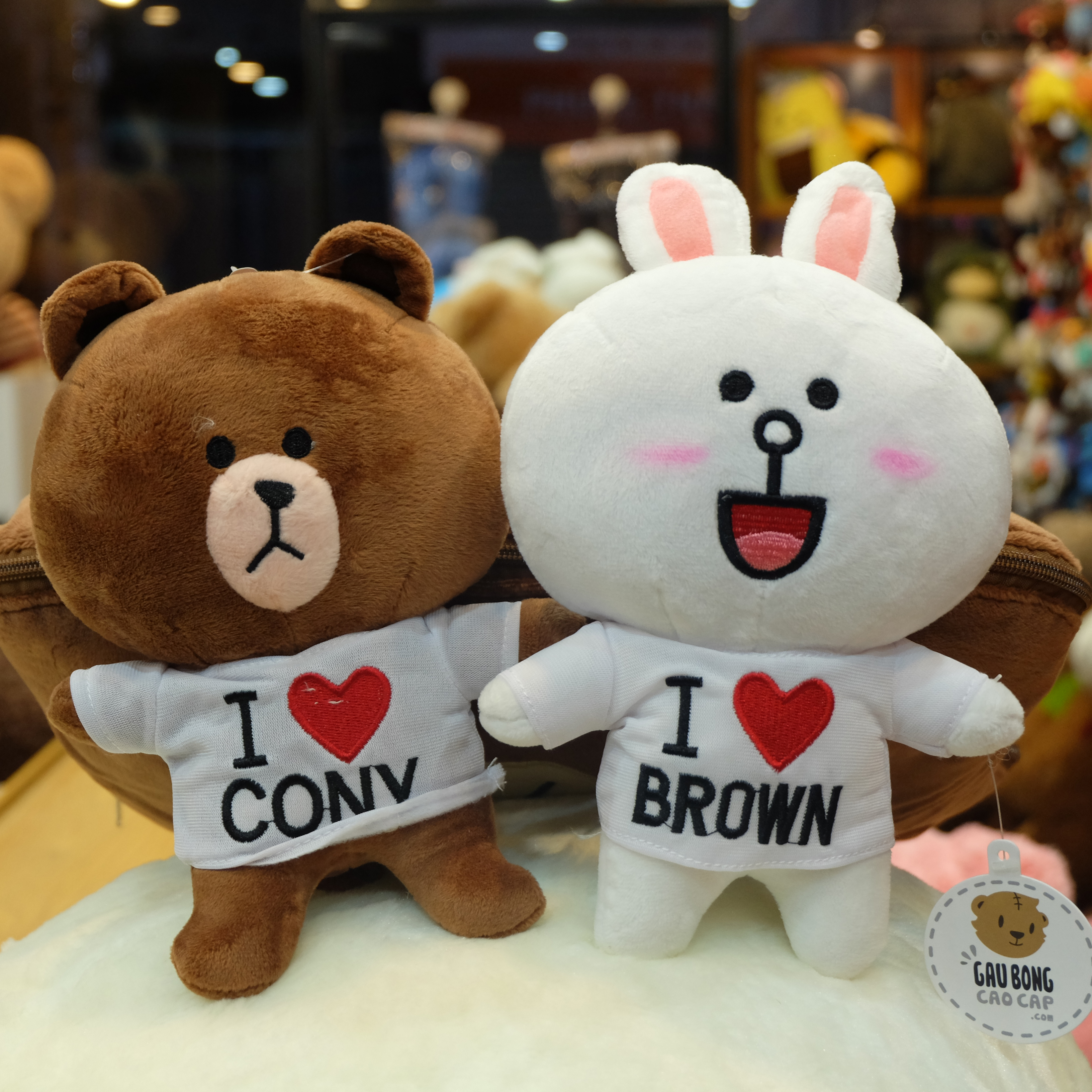 Thỏ bông Cony & Brown mặc áo