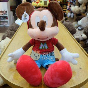 Mickey mang giày đỏ