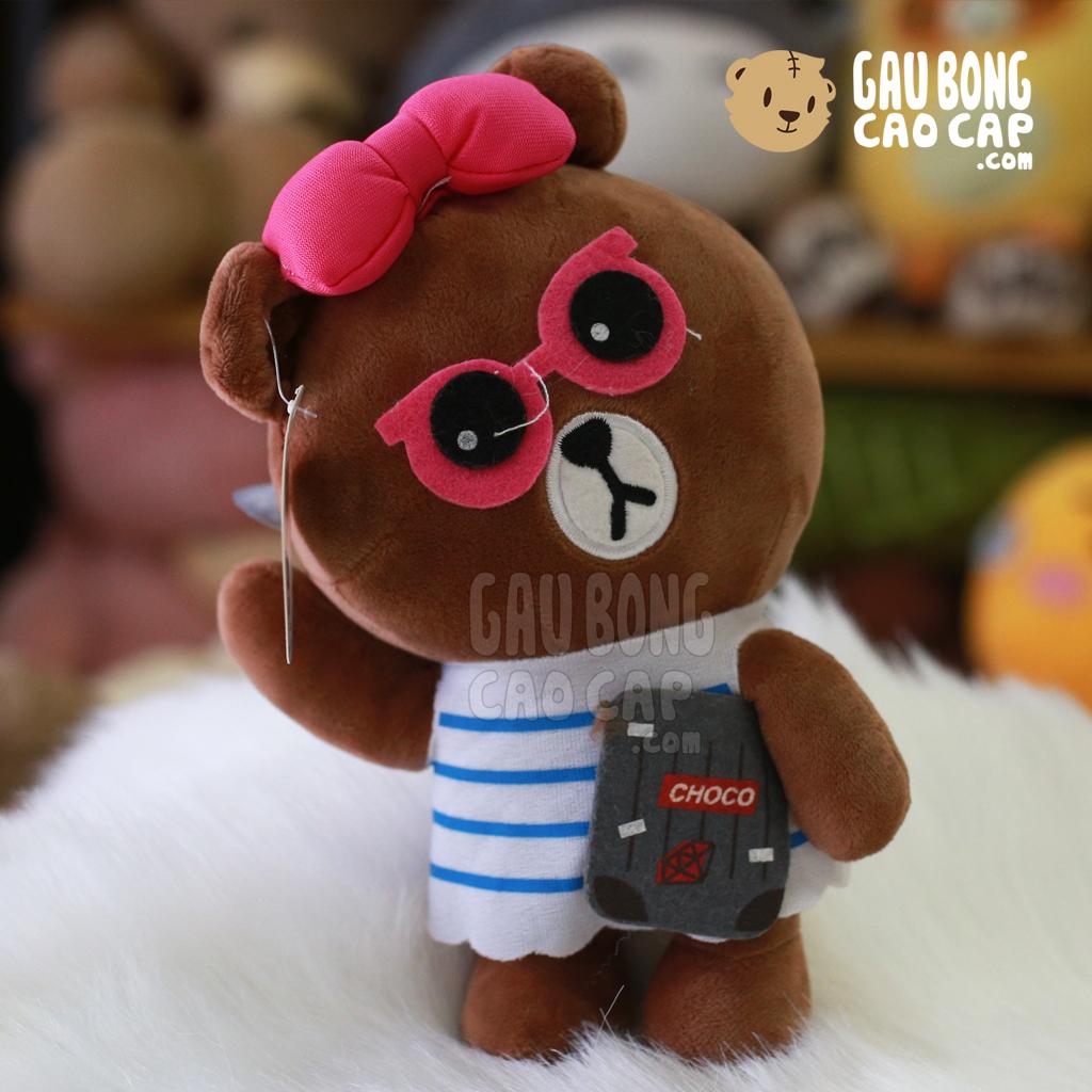 Brown đeo kính áo sọc