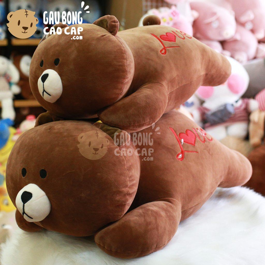 Gấu Brown nằm mông Love