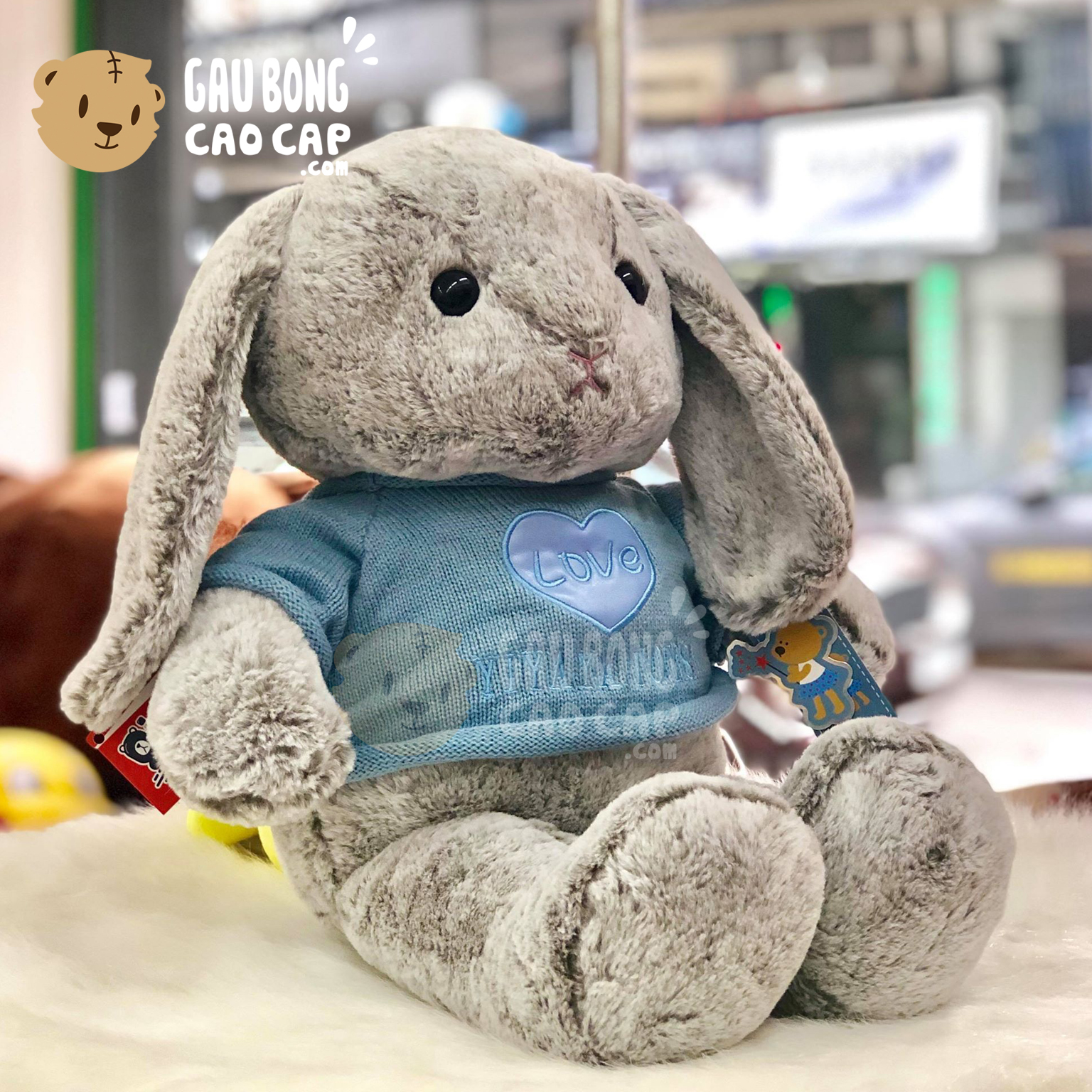 Thỏ bông mặc áo len LOVE